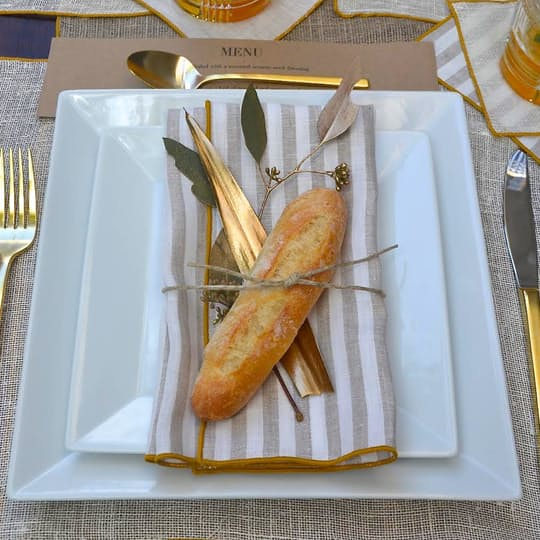 6 Dinner Napkins, 6 Placemats, 1 Table Runner + Free Gift