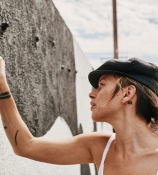 Shantell Martin interviews LA-based painter Buckley // Absolut Art